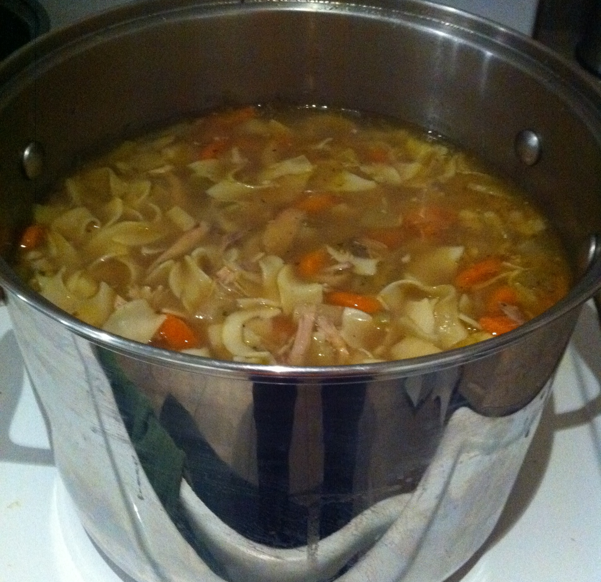 Chicken noodle soup pot for How to cook chicken for chicken noodle soup