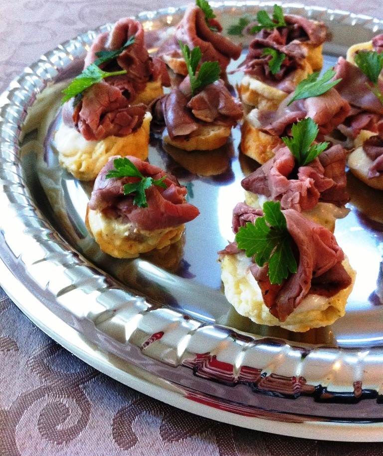 Roast beef dinner in a bite for Hot canape ideas