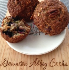Healthy rhubarb/blueberry muffins